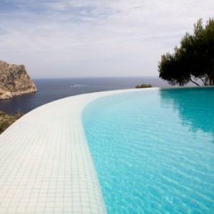 mosaique piscine pour une eau turquoise bleue claire. Black Bedroom Furniture Sets. Home Design Ideas