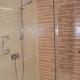 Douche en mosaïque irisée