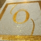 Decor logo Ô en or jaune fond micro-taille